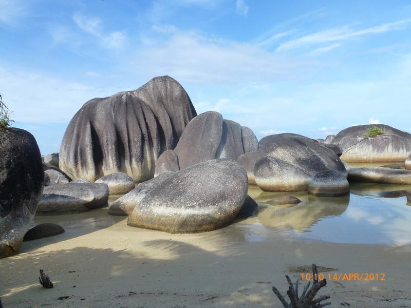 Bebatuan Aneh dipantai Ranai, Pulau Natuna
