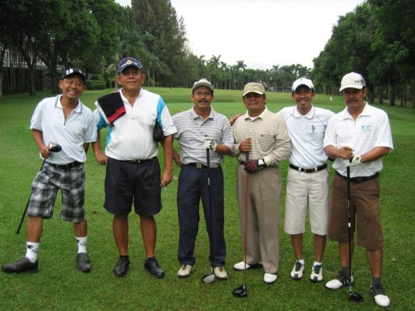 Third from right : Golfing with Ars ITB alumni.
