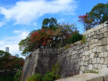 Dinding batu dari Kompleks Istana Osaka