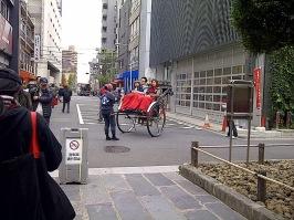 Becak Jepang - dengan Penumpang yg kedinginan